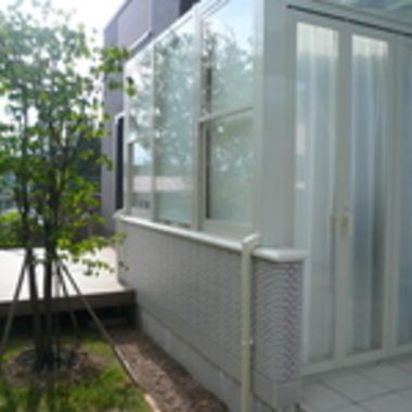 ガーデンルームとウッドデッキ