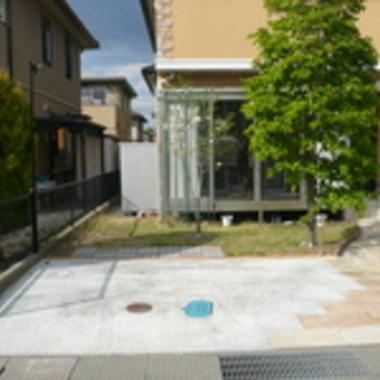 コンクリート仕上げ駐車スペース