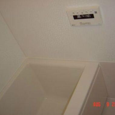 新しいユニットバスへ 施工前 浴室の壁