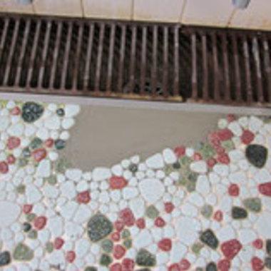 社員寮の大浴場床タイル修繕工事の施工後写真(0枚目)