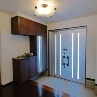 シンプルモダンなデザインの住まい 玄関