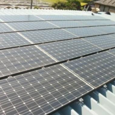 屋根塗装後 太陽光発電設置完了 アップ画像