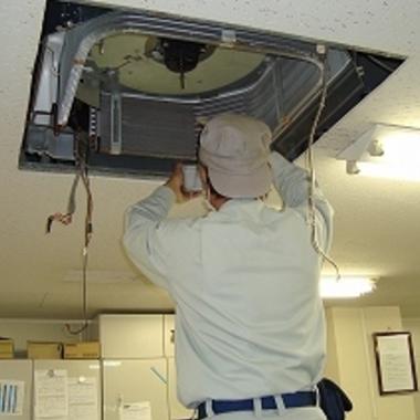 業務用エアコン冷媒ガス漏れ箇所調査