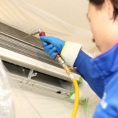 エアコン内部 高圧洗浄 作業中