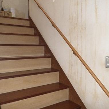 階段に手すりの取付けリフォーム後 1階からの上り部分
