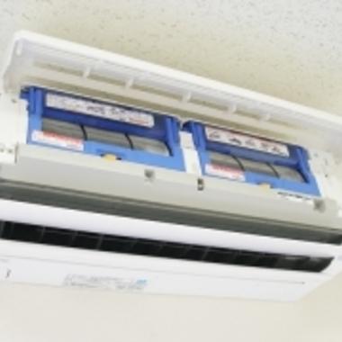 お掃除機能付きエアコン クリーニング中