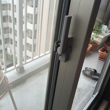 窓サッシ交換 カバー工法 後 鍵部分