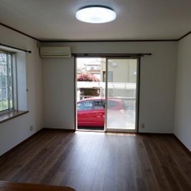 リビング 床と壁・天井のクロスの貼り替え