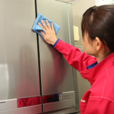冷蔵庫 クリーニング 作業中