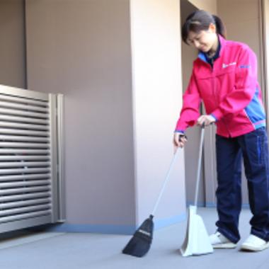 掃き掃除中