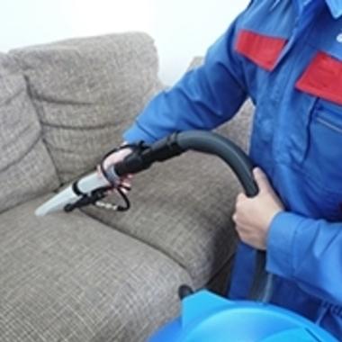ソファー 専用道具で洗浄2