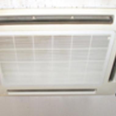 埋め込み式エアコン 洗浄1