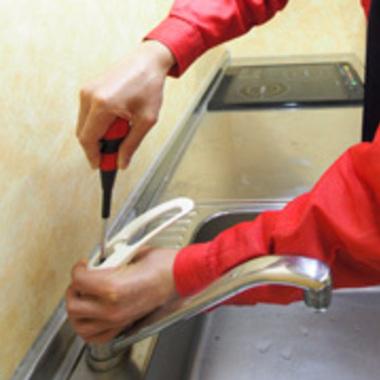 水洗金具交換中