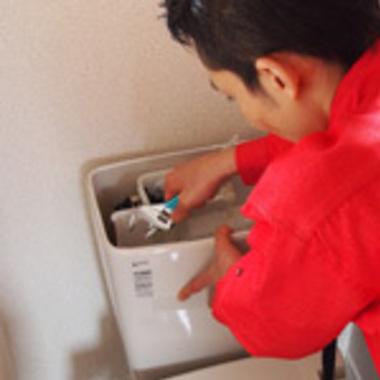 トイレロータンク修理中