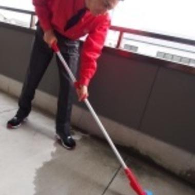 ベランダ清掃中