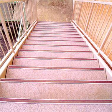 埼玉県 錆びた鉄骨階段 ピカピカにの施工後写真(0枚目)