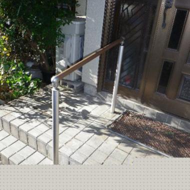 玄関外の手すり取付工事