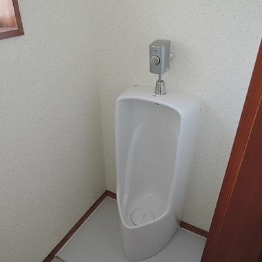 トイレ小便器交換完了