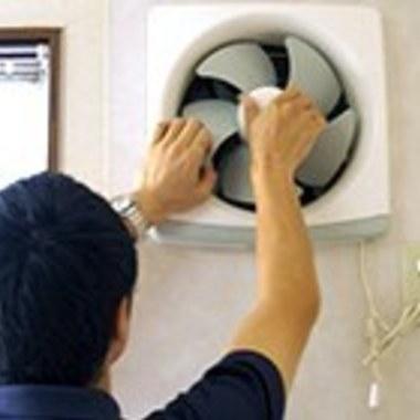 換気扇 クリーニング プロペラタイプ 作業中 4