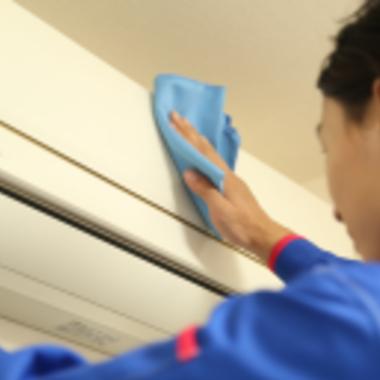 エアコンの外側の拭き掃除