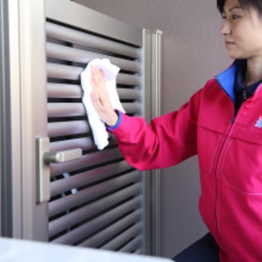 玄関ポーチ門扉の拭き掃除