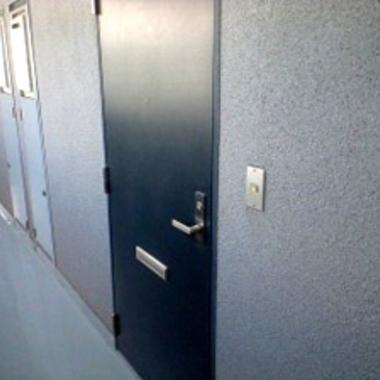 マンション空室カギ交換のドア