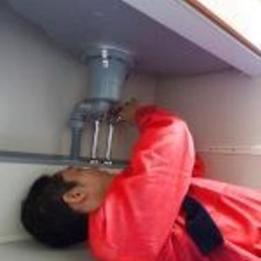 洗面所の排水詰まり解消作業