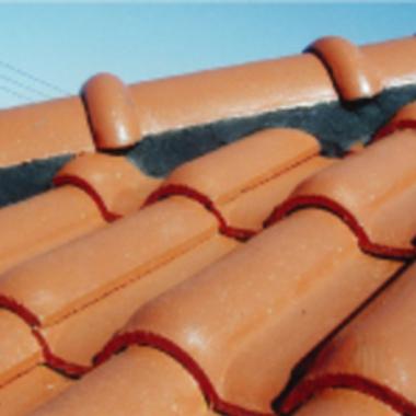 漆喰工事用状テープ施工後の瓦屋根