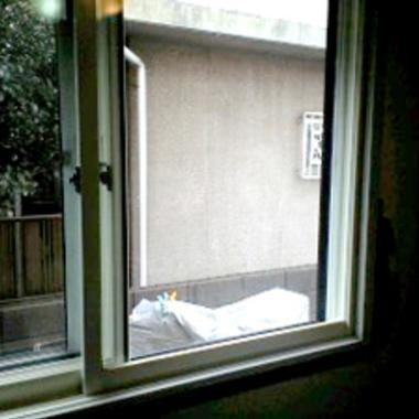 修理後の窓ガラス