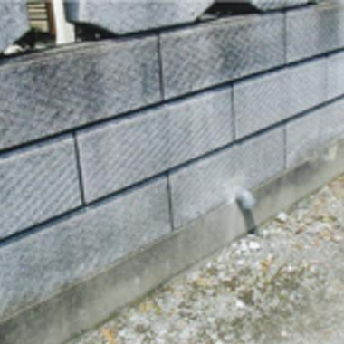 ブロック塀からでは排水管