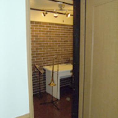 防音工事後の廊下側からの防音室