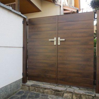 取替工事後の玄関門扉