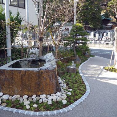 駐車場の日本庭園スペース