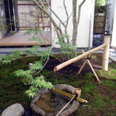 完成後の中庭の鹿威し