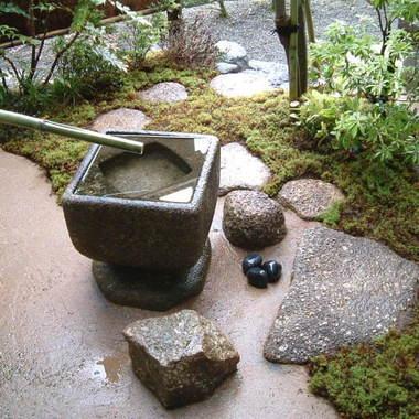日本庭園 四角いつくばい