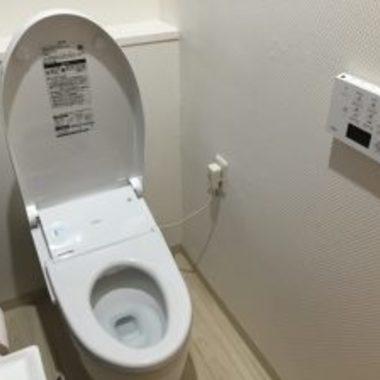 リフォーム後 蓋の空いたトイレ