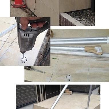 玄関前の手すり設置 階段の新設工事 作業中