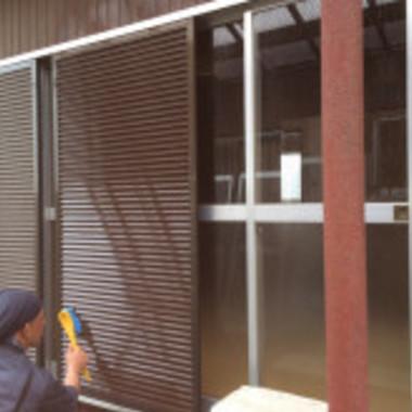 ハウスクリーニング 窓・雨戸 作業中