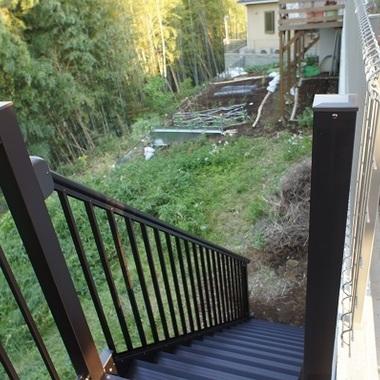 外階段 取り付け後 階段上からみた写真
