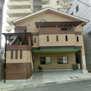 階段 リフォーム | バルコニ-屋根と木造の屋根組にポリカの平板葺き工事 後 正面