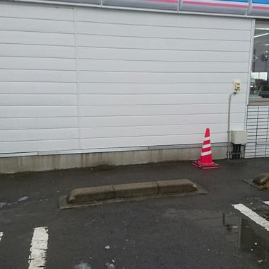 破損したコンビニ 外壁の修理 施工完了