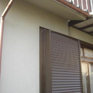 古くなった木製雨戸枠、戸袋 雨戸パネル をアルミ製に交換の施工後写真(1枚目)