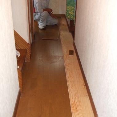 廊下フローリング張替え後