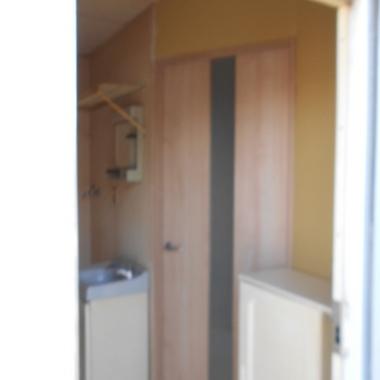 廊下とリビングの境 設置後の壁とドア