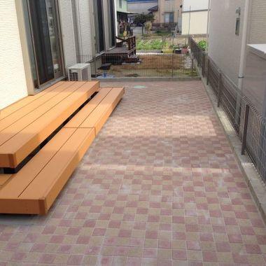 ウッドデッキ 塗装 | 高級ウッドデッキとレンガ取付後の庭