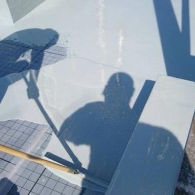 防水工事中の屋上床面