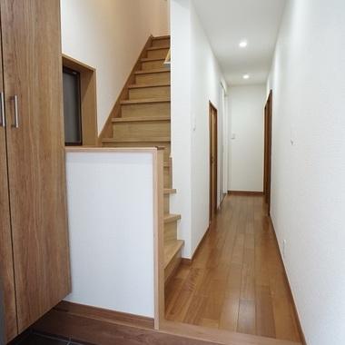 施工後の玄関から廊下