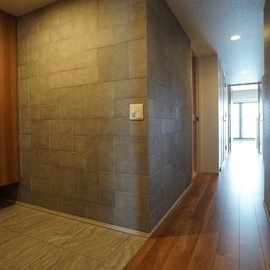 施工後の玄関の壁