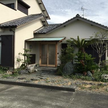 外壁塗装と板金雨樋並びに庭の選定も一緒にの施工後写真(0枚目)
