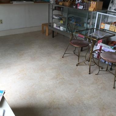 薬局の床、店舗用クッションフロアで丈夫できれい!の施工後写真(0枚目)